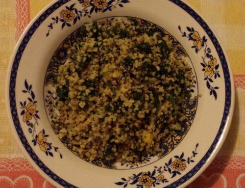 Bulgur e quinoa con pesce e semi